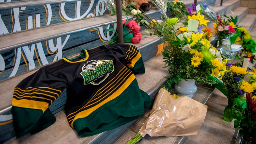 SJHL: Canada Mourns - 15 Die When Truck, Hockey Team Bus Collide