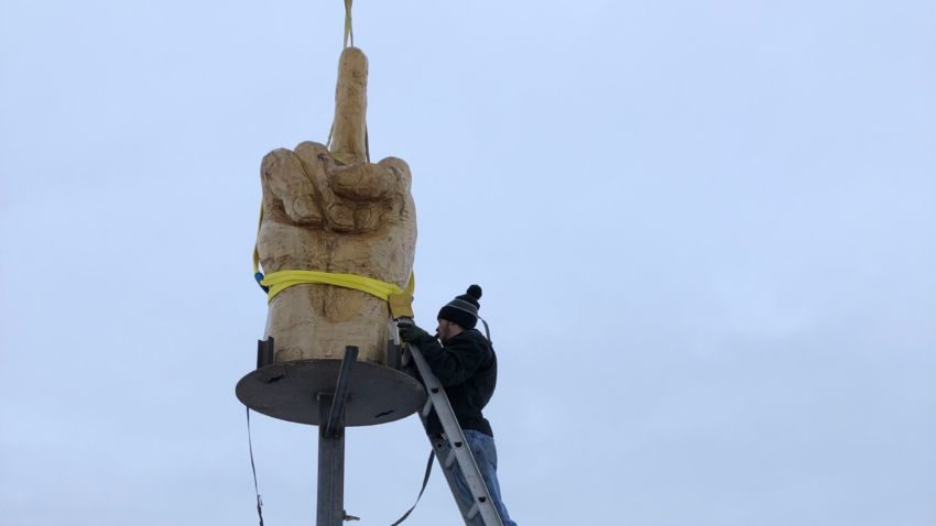 "Kid Rock is getting his own giant middle finger sculpture from Vermont ""It's quite a thrill for me, honestly."""